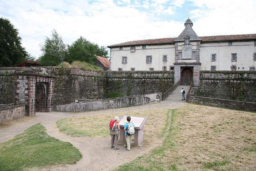 Citadelle de saint jean pied de port - Hotel saint jean pied de port ...